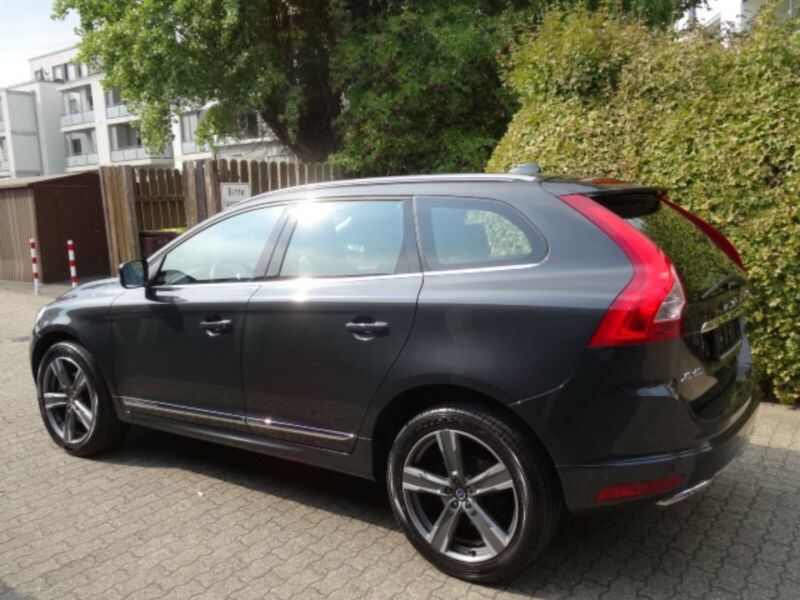 Volvo XC60 D4 2.4L Drive-E Summum Geartronic  AWD